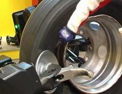 Hướng dẫn chi tiết sử dụng máy tháo lốp xe tải